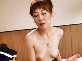 【五十路】中出しの出来るエステ店のベテラン熟女 真木静乃