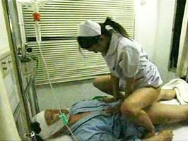 艶堂しほり〈ヘンリー塚本〉チ○ポだけは元気な患者に無許可で跨る淫乱ナース