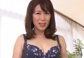 椎名理恵子、巨乳を乳揉みされただけでも感じちゃう五十路熟女ですぞ