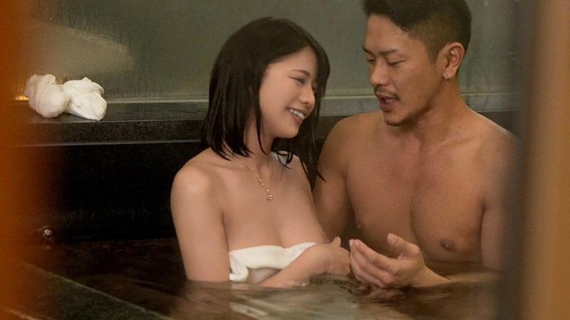 【彼女を寝取らせ】温泉に来たカップルの彼女をEX○LE系の巨根イケメンを派遣し彼氏が別室で見てるのに寝取られ完堕ち