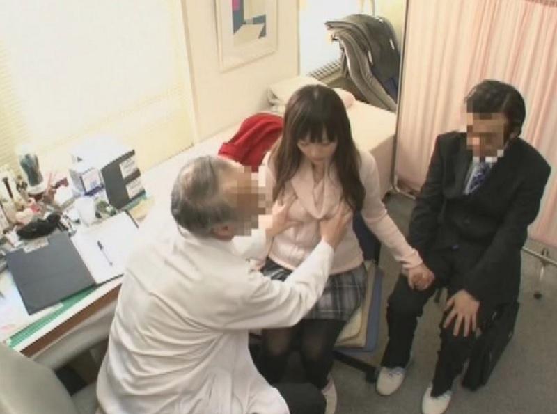 【産婦人科】妊娠したので結婚相手と産婦人科に検査にきたら検査と称した老医師のチ○ポを突っ込まれ中出しされちゃった