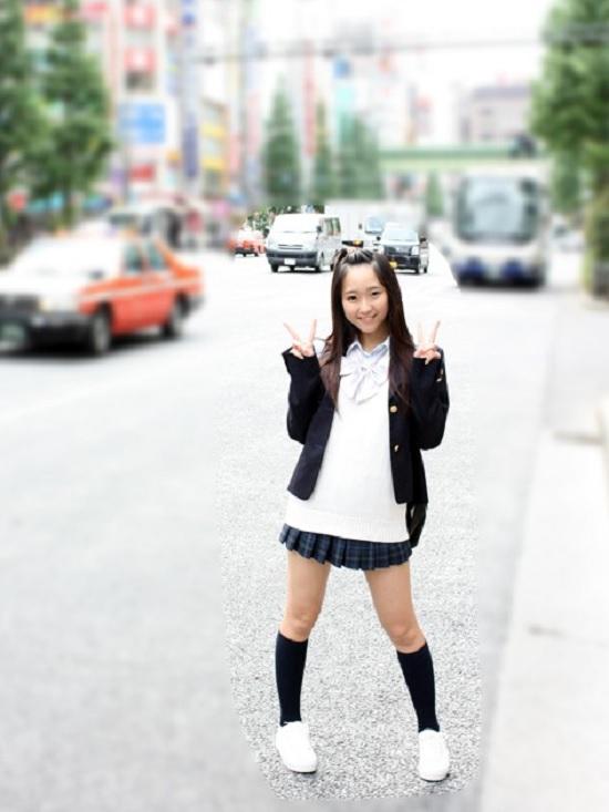 【素人女子校生】「S〇Eの元センターに似てるって言われます」と自称するロリ系JKと秋葉でハメ撮り種付け中出し!