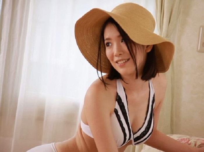 容姿端麗な現役人妻モデルで某通販カタログで表紙を飾ったりしていたのに突如AVデビュー!【沢尻真未】