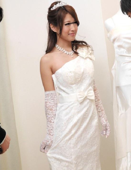 【花嫁 NTR】ウェディングドレスを選ぶついでに併設されたブライダルエステの施術を受け悪徳ハメ師に婚約者の横で寝取られる将来の人妻