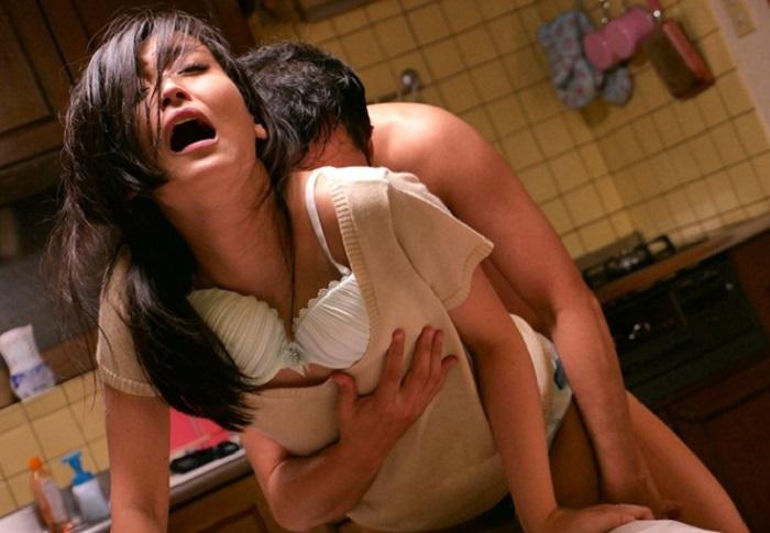 【人妻 NTR】泥酔した夫を連れてきた夫の親友に昔から好きだったと告白されたあと犯されたが快楽に身を堕とし寝取られ完堕ちした人妻【並木塔子】