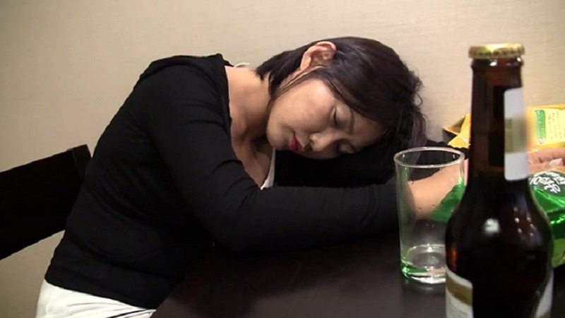 韓国出張で取引先の韓国美女と飲んだら泥酔したので宿泊先にお持ち帰りしてこっそりハメてしまおうと・・・