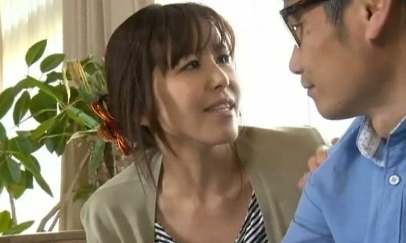 【ヘンリー塚本】勃起力がイマイチな夫に勃起促進薬を飲んでもらった妻はその効果に驚きすぐさま濃厚SEX