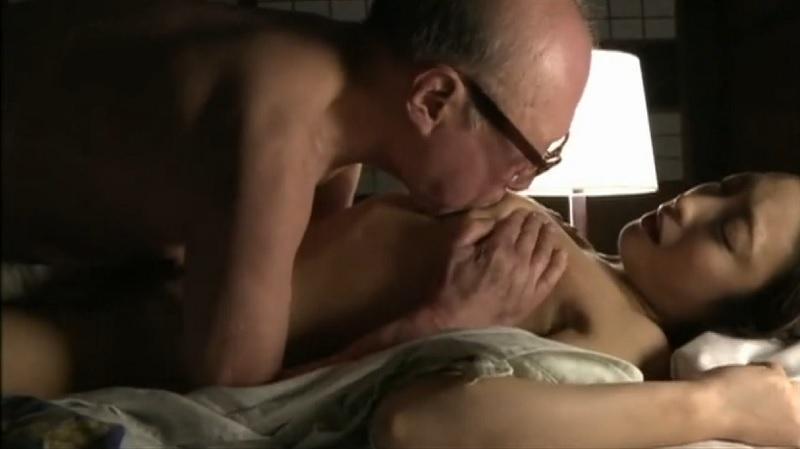 【ヘンリー塚本】老人の唾液をゴクゴク飲み干しつつベロチューしながら老人のピストンに悶える美女【神納花】