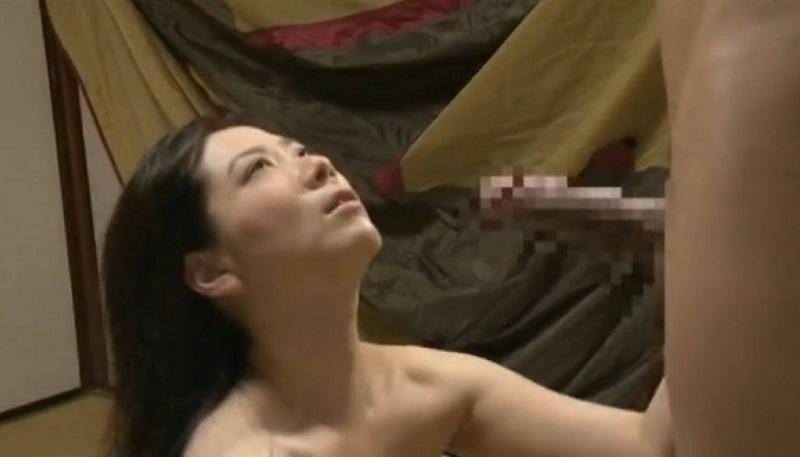 【ヘンリー塚本】ふらっと実弟の家に立ち寄った姉が、アイトークだけで弟と禁断の近親相姦ベロチューSEX
