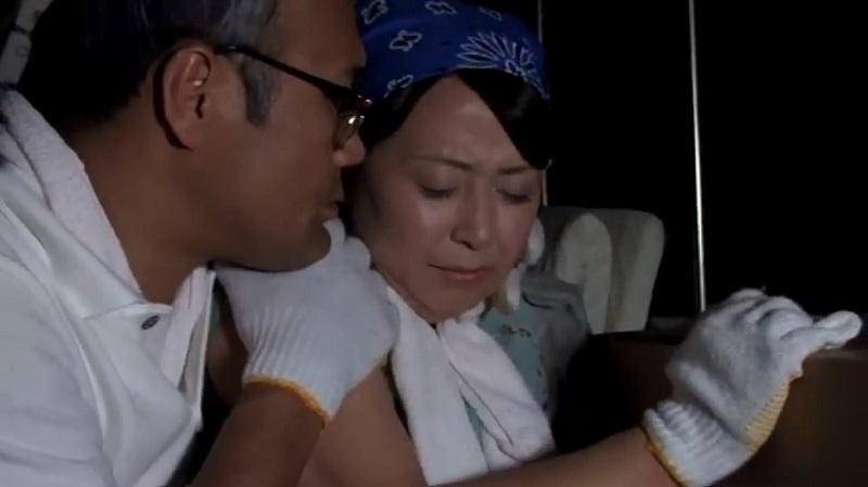 【人妻 寝取られ】上司の引越しの手伝いを夫婦でしたら、トラックの荷台で上司と妻が生ハメSEXして寝取られ完堕ちしていた