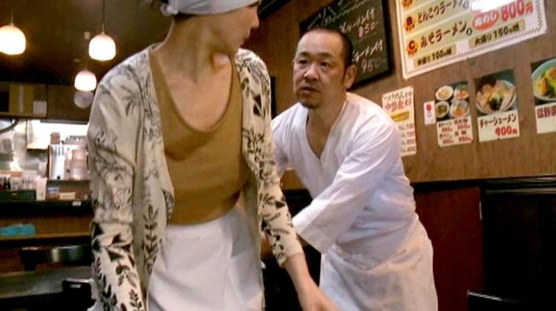 【ヘンリー塚本】食堂でパートとして働くバツ1の四十路おばさんが絶倫店主にプロポーズされ即座にハメ倒される