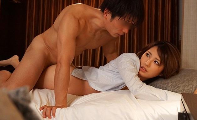 【天海つばさ】《人妻NTR》ギャル系っぽく強気な美人女上司が年下部下に雌にさせられ寝取られる一部始終!