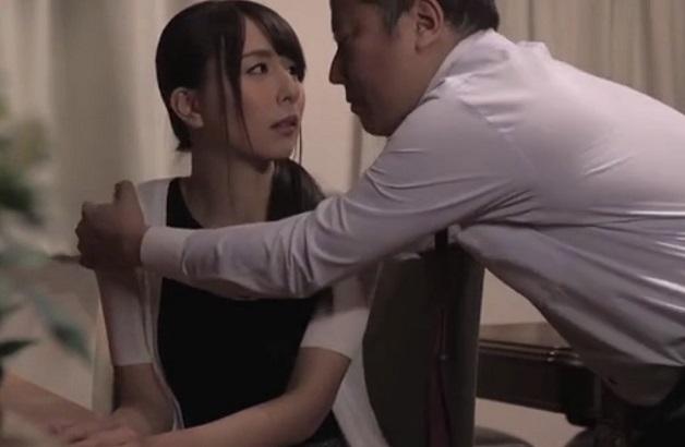 【希崎ジェシカ】《人妻NTR》舌と舌が絡み合う密着ベロキス中出しSEX!夫の上司と不貞に溺れ続ける美人妻