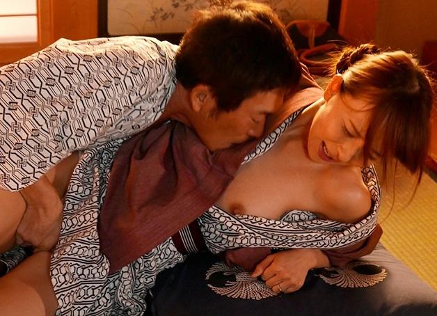 【人妻中出しNTR】《希崎ジェシカ》学生時代の恩師に新婚旅行中に再会し夫ではんく恩師と子作り種付けセックスしてしまう新妻