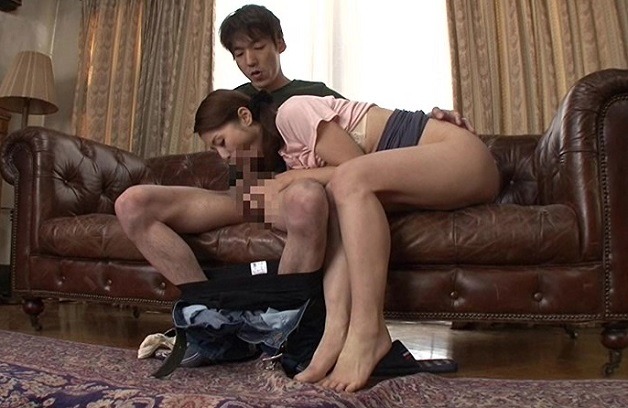 【前田可奈子】夫が出かけて2秒でセックスする母と息子!火の付いた性欲は止まらず禁断の中出し種付け近親相姦セックス!