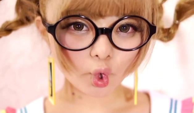 【candy】きゃりーぱみゅぱみゅに激似すぎ!原宿系ファッション誌モデルのコスプレ美少女が中出し3P!