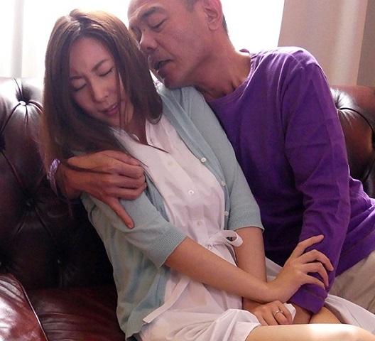 【松下紗栄子】義父に偶然裸体を見られてしまった巨乳人妻が発情して犯してくる義父のエロテクに完堕ちして寝取られる