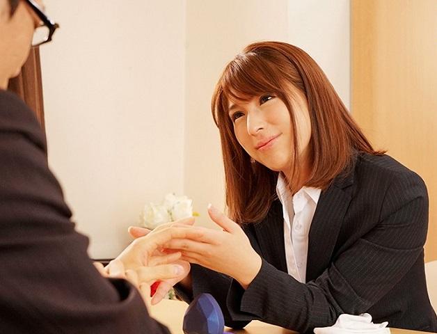 「奥様にはヒ・ミ・ツですよ…」結婚式直前の新郎を過激な誘惑で寝取る発情淫乱ウエディングプランナー
