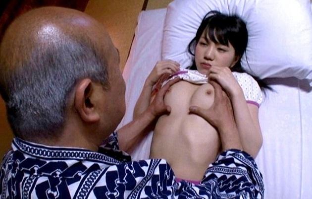 セックスの知識もなく未発達なカラダでまだコドモの孫娘にロリ好き変態祖父が欲情し血縁の壁を越えて孫娘を調教しながら犯しまくる鬼畜老人