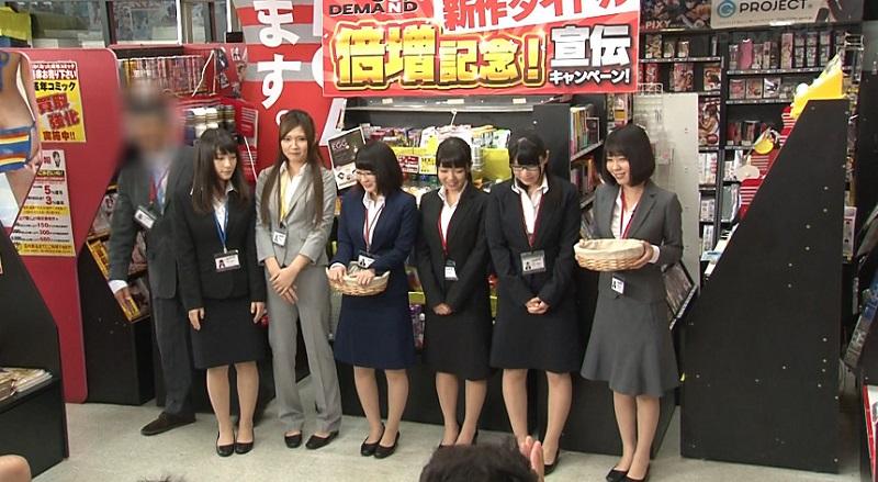 SOD女子社員6名による営業中の店内でその場の商品を使ったアヘアヘ撮影会、尻コキ・パイズリ・SEX・逆3Pハーレム撮影付きジャンケン大会