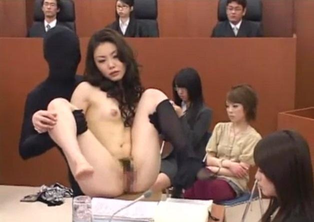 厳粛な法廷で証人尋問中の美人弁護士にバックからチ○ポをブチ込んだりお嬢様女子校生の処女をの初チ○ポで姦通させる透明人間のタイツマン