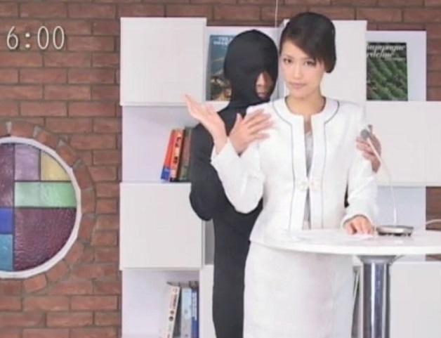 女子アナ好き必見!!報道番組放送中に美人アナウンサーがハメられながら生放送!!チ○ポをズッポシ生本番!!