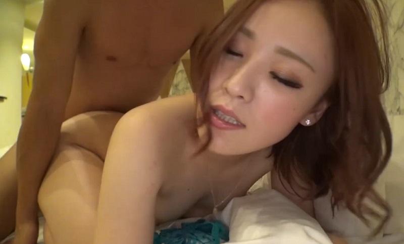ネイリストの美女がセックスにドハマリしすぎて彼氏に内緒で他の男のチ○ポを自ら受け入れ濃厚セックス
