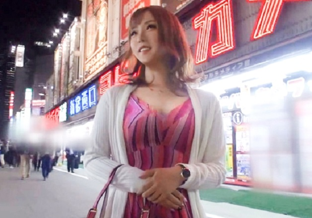新宿で遭遇した出勤前のキャバ嬢を「カメラの前でオナニーしてくれたらもっと謝礼あげます」と提案しお金で誘惑し電マでオナニー!勝手にイって勝手に盛り上がっちゃう淫乱美少女!