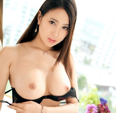 31歳にして10代とも20代とも言える美巨乳の美女!ご奉仕されたいクンニ好き!おっぱいやマ○コ舐められるのが大好き美人