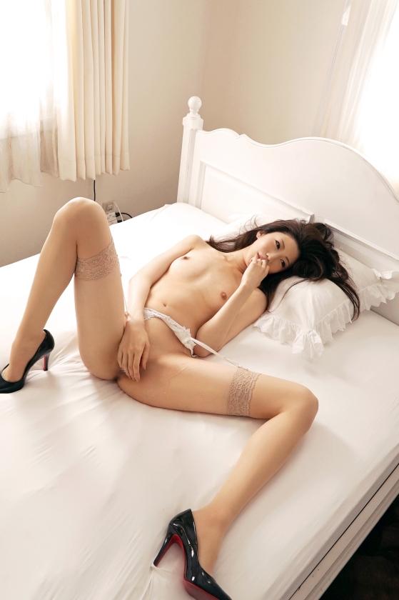 セフレが2人いるという脚のパーツモデルをしている足長美女と足長差のあるハメ撮りww