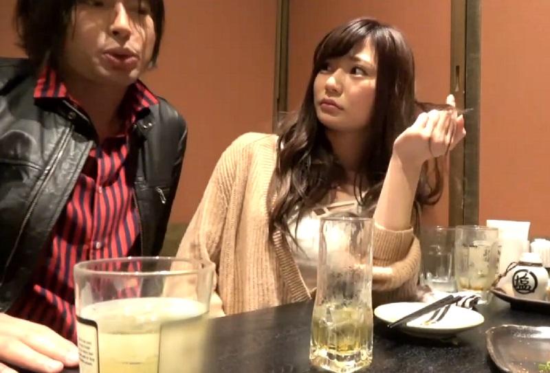 寝取られ性癖の彼氏の頼みで彼女をナンパし居酒屋でホロ酔いさせお持ち帰りしてハメ撮り。「気持ちよかった!またしようね♪」彼氏の立場は?www