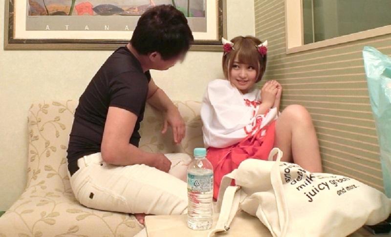 『ダメ…ヤメテクダサイ…』渋谷の巫女カフェの可愛い系な店員さんを取材と称してホテルに誘い出し強引にハメ撮り