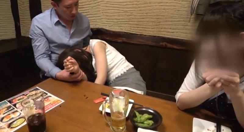 真昼間から居酒屋で飲もうとしてる人妻をナンパして泥酔させ、お会計と引き換えにホテルで濃厚ハメ撮りSEX
