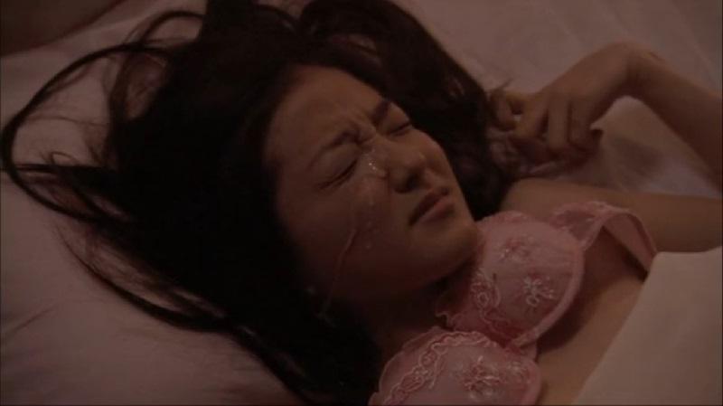 【中越典子】今や人妻となった女優の独身時代に撮影した下着姿から男とベッドで正常位で結合し顔射されるまで