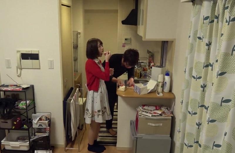 【素人ナンパ】ナンパした美女の整い過ぎた顔はもはや西洋人形。キッチンでケーキ食べつつ後ろからハグ♪
