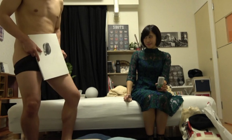 映像作成を学ぶ女子大生をラーメンで釣ってナンパしヤリ部屋にお持ち帰り!宿題のデッサンモデルになったついでに濃厚SEX