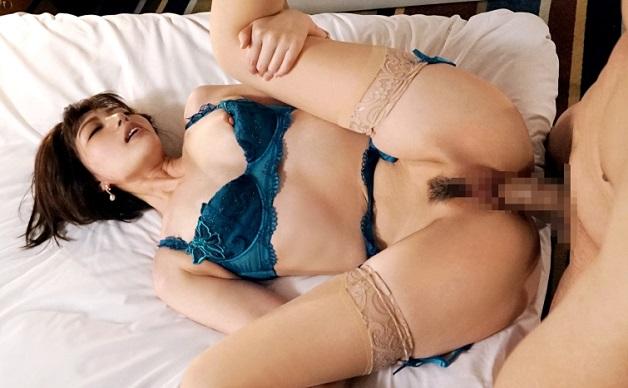 【竹内麻耶】31歳にしてモデル歴が10年というだけあって神ボディの美女!美人すぎて声かけられず週3でオナニー三昧w