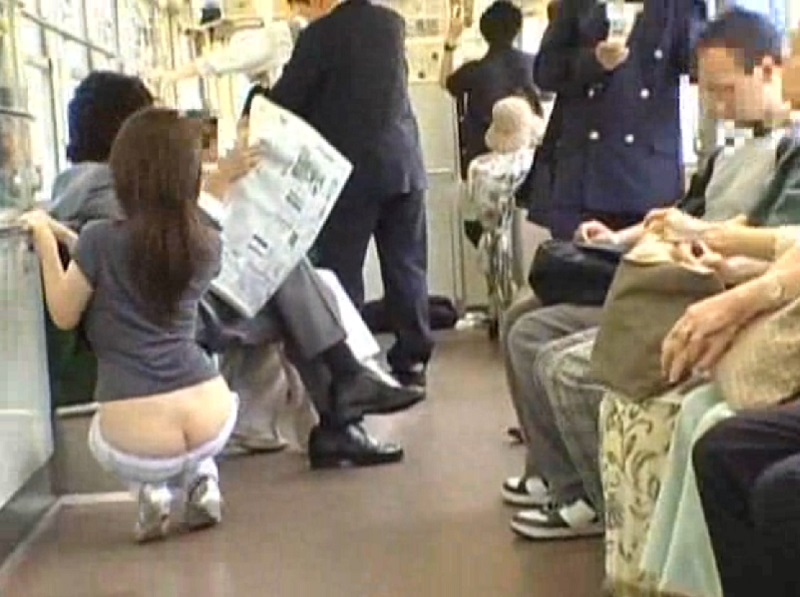 電車で露出とか周りはスタッフだらけの作品が多い中、これガチでしょw 乗客とかどーみても一般人っぽいしw