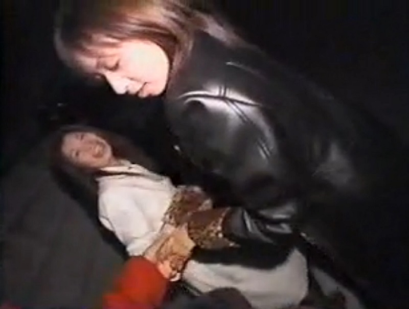 路上でケバい痴女2人組に逆ナンされ強引に人気のない個室に連行され3Pセックスでハメ倒されるwww