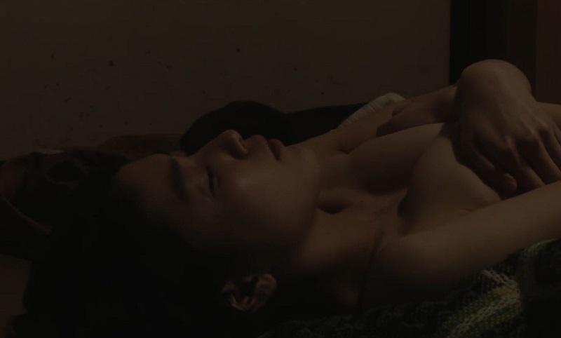 【成海璃子】舌を絡ませベロチューされ、脱がされておっぱい揉まれ、コタツの横で押し倒され生ハメSEX
