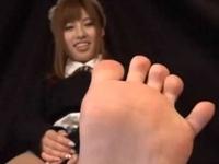 【成瀬心美】ブーツで蒸れた足裏観察とチン踏み射精