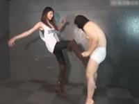 【M男】モデル系長身美人さんの金蹴りショー!