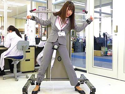 [SOD女子社員]オンナの限界値を見たいww業務とはいえ股間を水浸しにしてオフィスで何度もイキ果てる淫らな状況がヤバイw