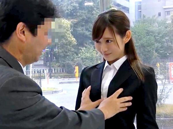 エッチなゲームで緩んだ新卒OL「アタシ誰にも…絶対言いませんので♡」後輩の決意で浮気を決定!禁断セックスへw