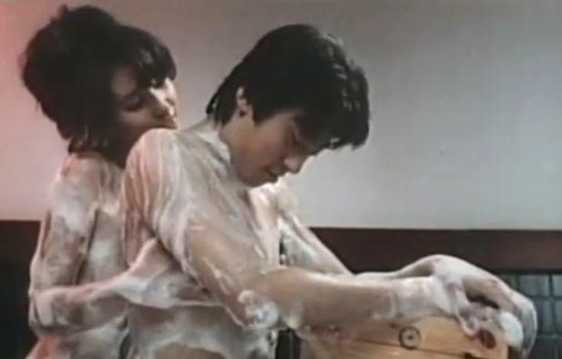 【秋吉久美子】身体をくねらせて柔肌を擦りつけてくる濡れ場