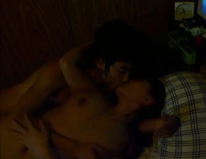 【青木佳音】寝室でディープキスしながら胸を触ってくる濡れ場