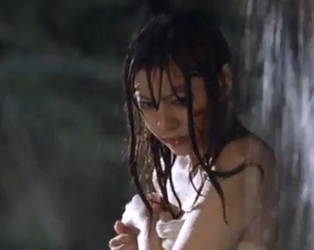 【芳賀優里亜】胸の谷間に興奮が抑えきれない濡れ場