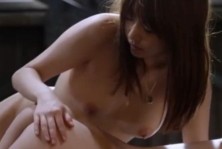 【芳賀優里亜】女性同士で性欲むき出しにして激しい絡みを繰り広げる濡れ場