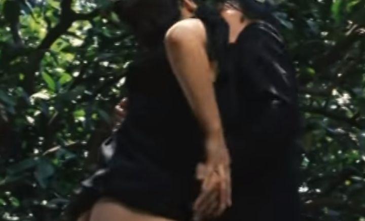 【高瀬春奈】スカートをめくりあげる濡れ場