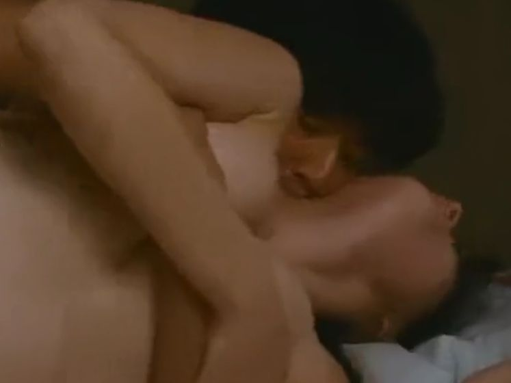【橋本マナミ】手のひらだけで胸の膨らみを包み込んだ濡れ場